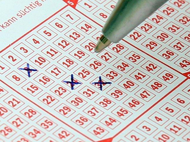 Lotto ja jokeri ovat suosittuja Suomessa.